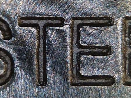 時計の裏面刻印