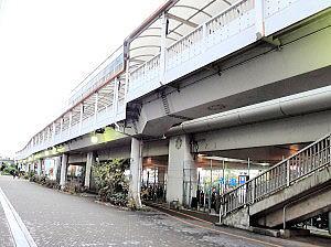大阪モノレール下の駐輪場
