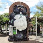 駅前の大だぬき電話ボックス
