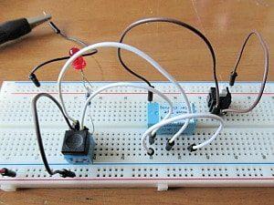 ブレッドボードに組んだ回路