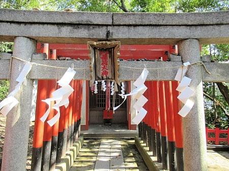 稲荷神社もあります