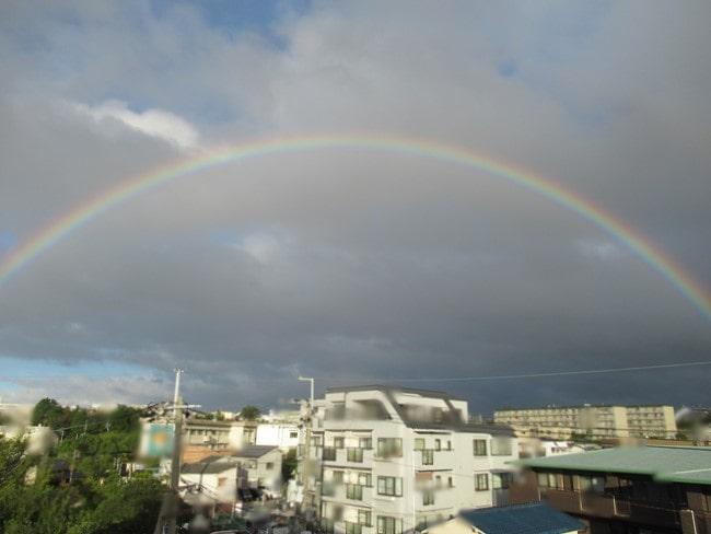 全天にかかった虹