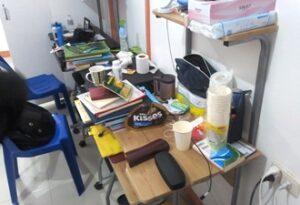 3人部屋の自室の勉強机