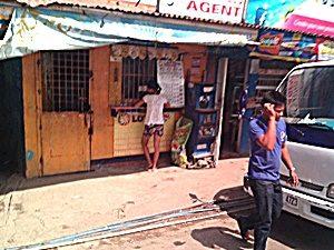 道沿いの商店